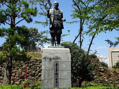浜松城の徳川家康銅像